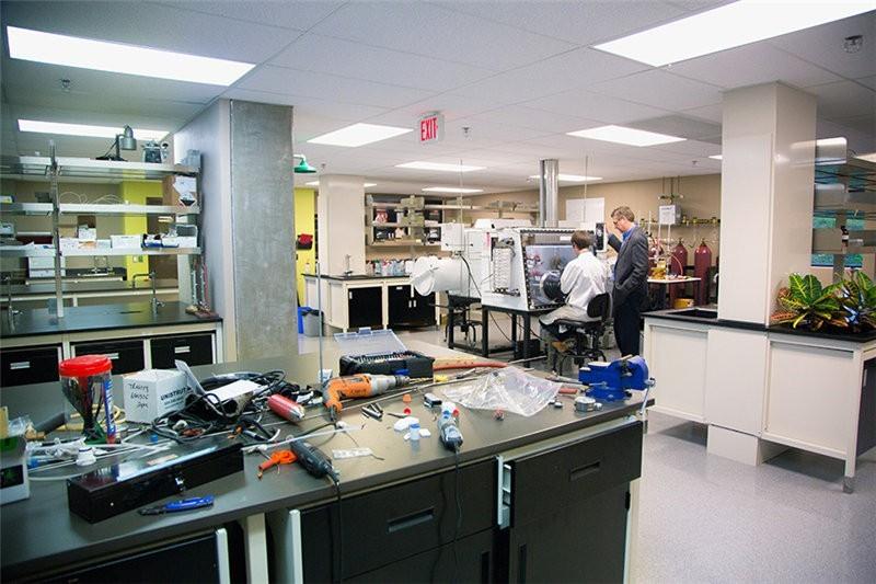 加拿大西三一大学实验室图集